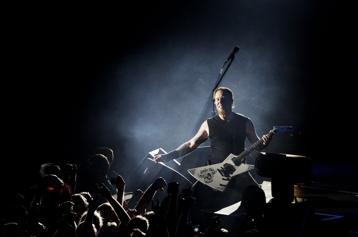 IMAGE: http://jacobdinesen.net/gallery/2008/Metallica,_O2_World,_2008/images/_H1W7840.jpg